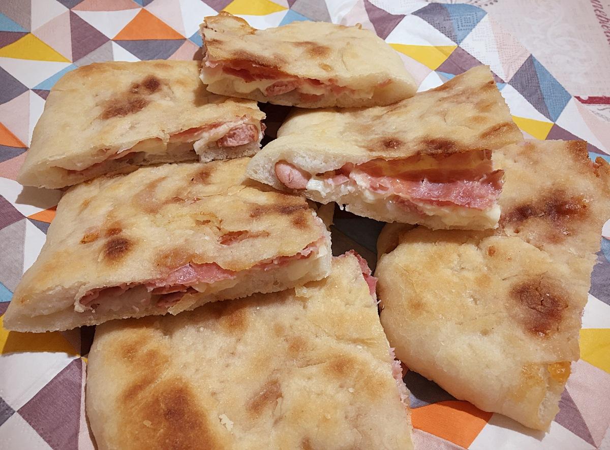 Focaccia ripiena senza glutine con Farina Piaceri Mediterranei